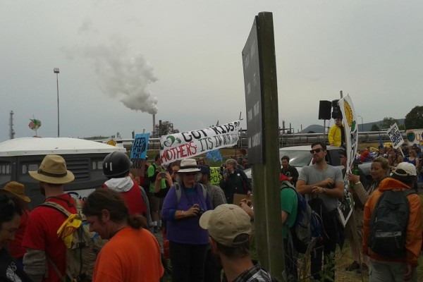 break free crowd at shell refinery